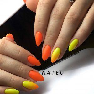 Наращивание ногтей гелем в салоне красоты NATEO. Оригинальное гелевые ногти после наращивания ногтей с покрытие желтого и оранжевого цвета