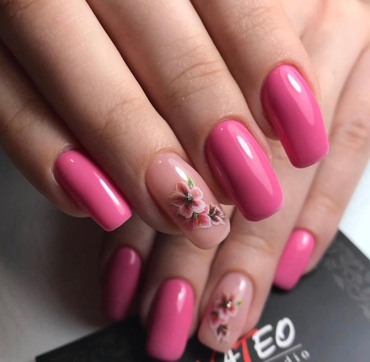 наращивание ногтей, комбинированный маникюр в салоне красоты NATEO