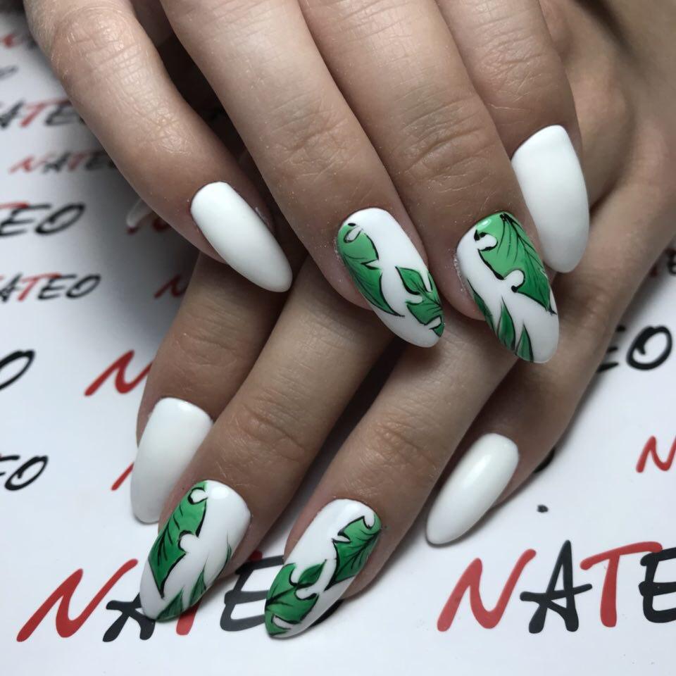 дизайн ногтей, ручная роспись ногтей, комбинированный маникюр в салоне красоты NATEO